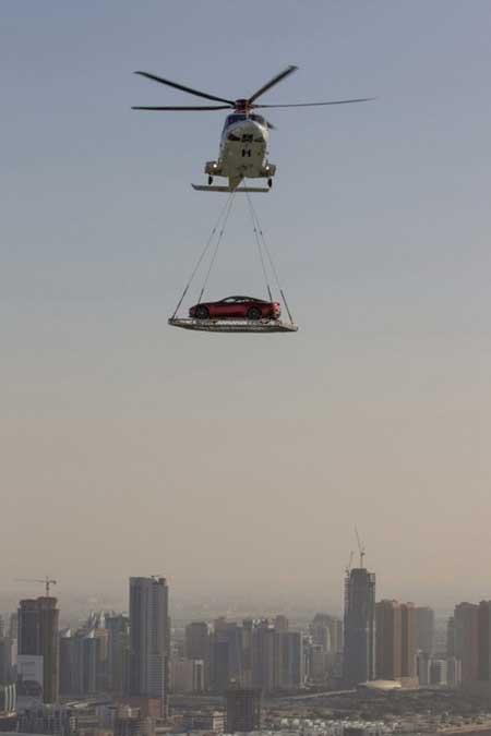 Phương tiện để chuyên chở những xế hộp hạng sang là trực thăng để tránh tắc đường.