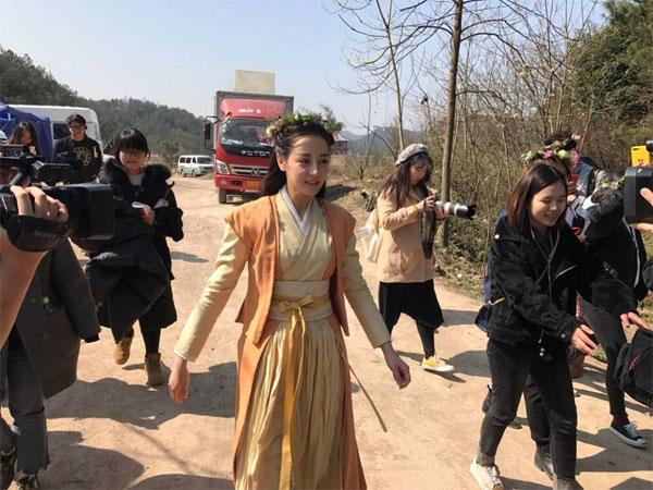 Hình ảnh Địch Lệ Nhiệt Ba trên trường quay Tần Thời Minh Nguyệt Lệ Cơ Truyện