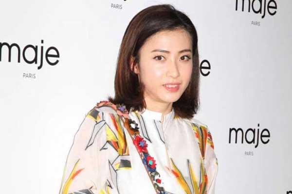 Trần Khải Vận từng là phóng viên giải trí, quen biết với nhiều ngôi sao hàng đầu Hong Kong.