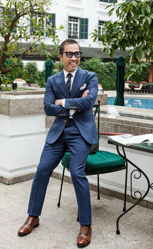 fashionista-viet-65-tuoi-dien-suit-lich-lam