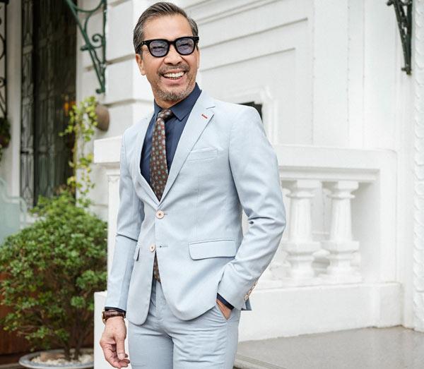 fashionista-viet-65-tuoi-dien-suit-lich-lam-2