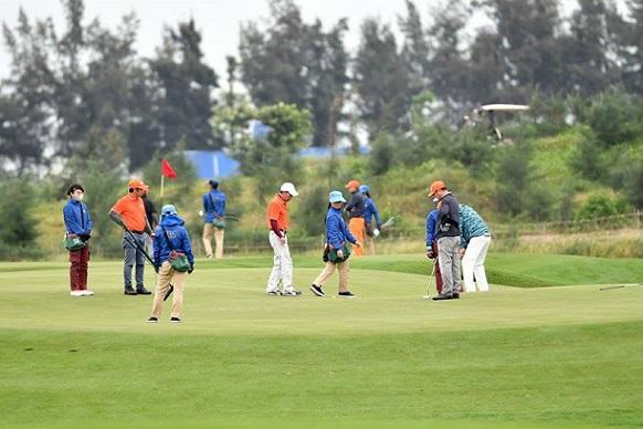 hon-1000-nguoi-choi-du-giai-golf-co-giai-thuong-hon-40-ty-dong