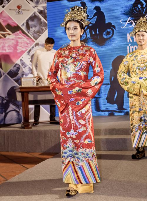 vo-chong-thuy-diem-luong-the-thanh-tinh-tu-tren-san-dien-4
