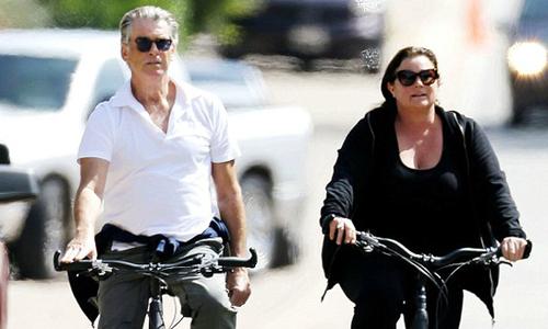Hạnh phúc giản dị bên vợ của tài tử '007' Pierce Brosnan