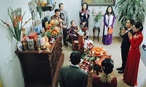 Trang trí lễ ăn hỏi với bộ tráp màu đỏ 'phủ' hoa địa lan