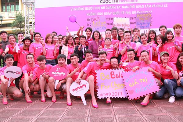 bo-con-hoang-bach-mac-ao-hong-mang-giay-cao-got-o-su-kien-6
