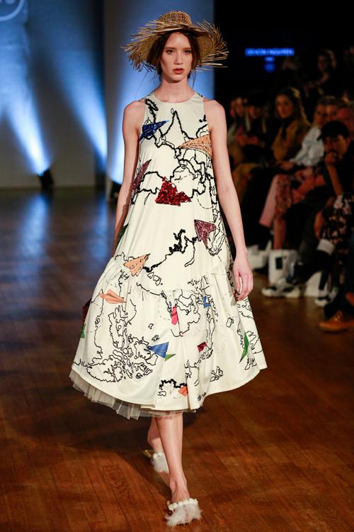 Lần đầu tiên góp mặt trong tuần lễ thời trang danh tiếng thế giới, Devon Nguyễn đã giới thiệu các mẫu thiết kế mới nhất dành cho mùa hè.