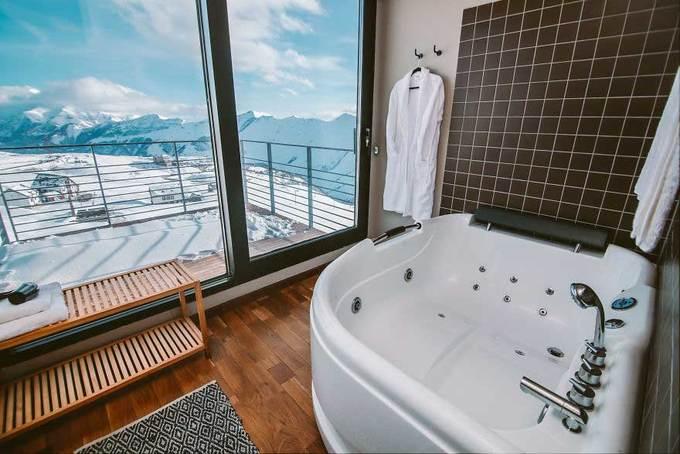 Khách sạn container tuyệt đẹp trên đỉnh núi tuyết
