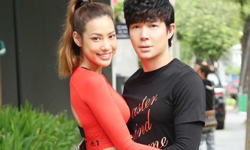 Nathan Lee tình tứ ôm eo chân dài Lilly Nguyễn trên phố