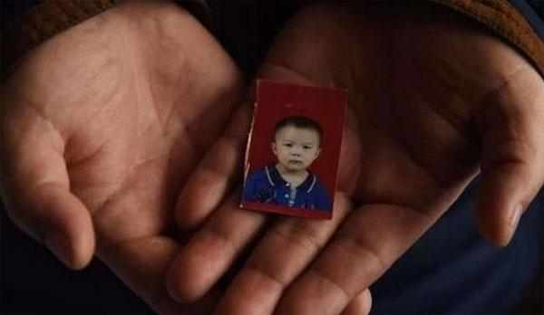 Tấm ảnh duy nhất của con gái mà Wang hiện còn giữ được.