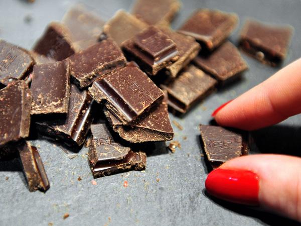 Chocolate đen là món ăn vặt vừa tốt cho sức khỏe, vừa có lợi cho vóc dáng.