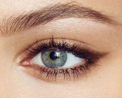 Chiêu 6: Dùng màu mắt nhũ đồng.