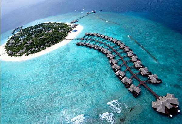 pose-anh-cung-nuoc-tan-huong-ky-nghi-tai-maldives