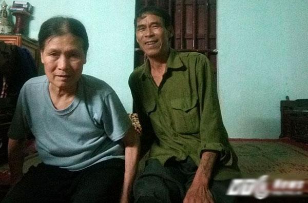 Sau nhiều năm chăm vợ, hiện ông Dinh không thể ngủ, có thể thức trắng liên tục.
