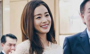 Kim Tae Hee có chồng càng mặn mà, duyên dáng