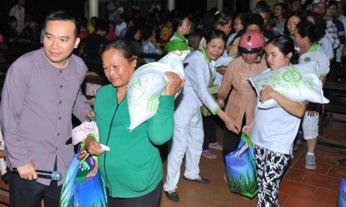 Linh mục Nguyễn Sang sát cánh cùng người nghèo