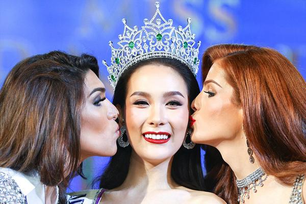 nguoi-dep-thai-lan-dang-quang-hoa-hau-chuyen-gioi-quoc-te-4