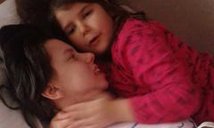Bà mẹ hôn mê 7 năm sau khi sinh lần đầu được gặp con