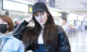 'Mỹ nữ Tân Cương' Địch Lệ Nhiệt Ba nổi bật ở sân bay