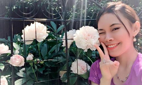 Mẹ 8X nuôi con mọn vẫn trồng được vườn hoa đủ loại