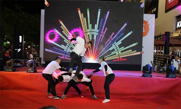 man-trinh-dien-soi-dong-tai-chung-ket-lotte-mart-contest-8