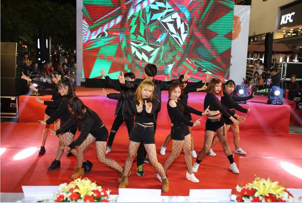 man-trinh-dien-soi-dong-tai-chung-ket-lotte-mart-contest-9