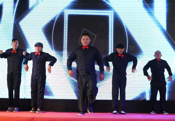 man-trinh-dien-soi-dong-tai-chung-ket-lotte-mart-contest-4