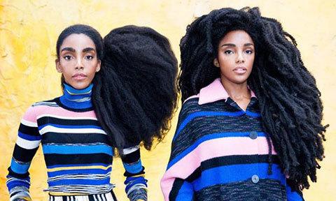 Chị em sinh đôi kiếm bộn tiền nhờ mái tóc xù tự nhiên