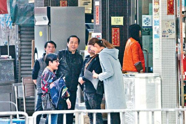 Tổ Lam thấp bé nhẹ cân bên cô vợ Hoa hậu.Tờ Ifeng viết, mặc dù vóc dáng Vương Tổ Lam có phần nhỏ bé so với vợ, tuy nhiên anh chứng tỏ mình là người chồng giỏi giang khi tậu biệt thự 160 triệu NDT làm