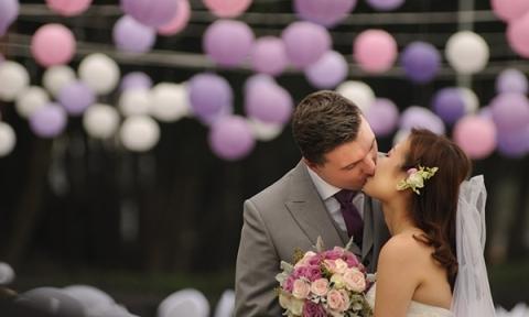 Đám cưới đẹp đến 'phát ghen' của cô dâu Việt và chú rể Anh Quốc