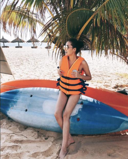 hoa-hau-ky-duyen-gay-chu-y-khi-mac-bikini-khoe-dang-chun-3