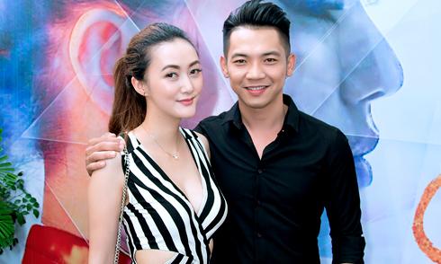 Mai Quốc Việt sánh đôi vợ sắp cưới đi sự kiện