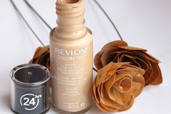 Revlon Colorstay 24 Hours Foundation  Đây là sản phẩm nhận được rất nhiều lời khen và cũng nổi tiếng trên hầu hết trong các cộng đồng làm đẹp. Kem nền Revlon Colorstay 24 Hours có độ bền màu cực tốt, lên tới 24h.  Giá tham khảo: 240.000 đồng.