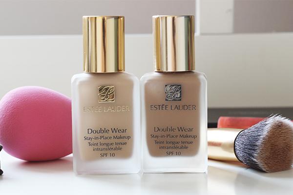 Estée Lauder Double Wear Stay-In-Place Makeup  với công thức kem có độ che phủ tốt và lâu trôi. Đây là bí quyết làm đẹp giúp làn da không bị bóng dầu trong suốt 15 tiếng, ngay cả trong môi trường nóng ẩm. Giá tham khảo: 800.000 đồng.