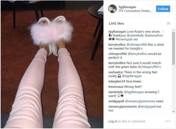 Helen Flanagan bị chê đi dép sai chân khi khoe đôi dép điệu đà. Ảnh: Instagram.
