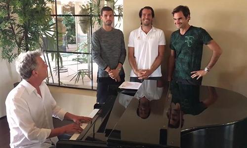 Federer hát cùng Djokovic