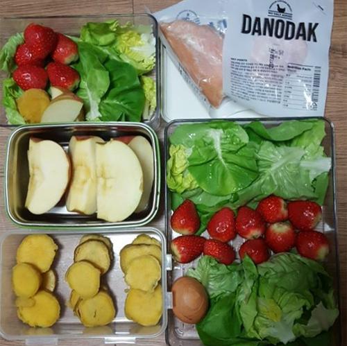 Chế độ ăn gồm nhiều rau củ quả, nhiều cá, ít thịt, nói không hoàn toàn với tinh bột và đường giúp Jini giảm 24 kg chỉ sau 3 tháng.