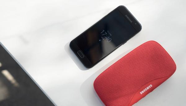Bạn đã có thể chọn mua Galaxy A3 2017 ngay hôm nay và nhận quà tặng đặc biệt là loa Bluetooth Level Box Slim trị giá hơn 2 triệu đồng tại FPT Shop