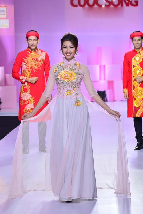 hoa-khoi-khanh-ngan-long-lay-voi-ao-dai-do-ruc-7