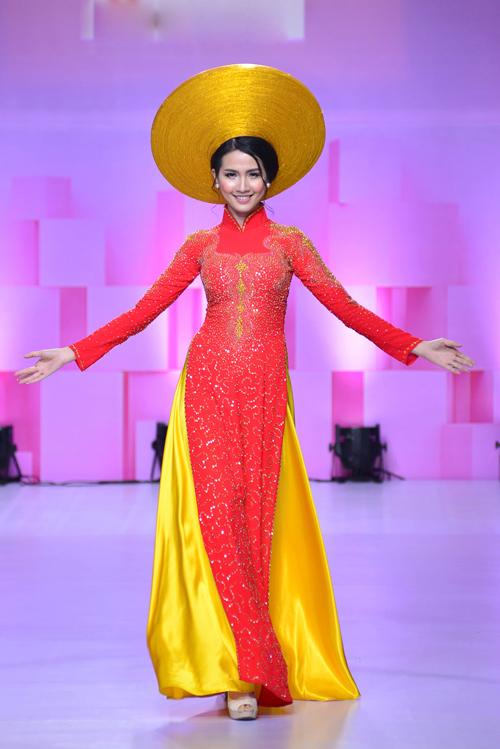 hoa-khoi-khanh-ngan-long-lay-voi-ao-dai-do-ruc-4