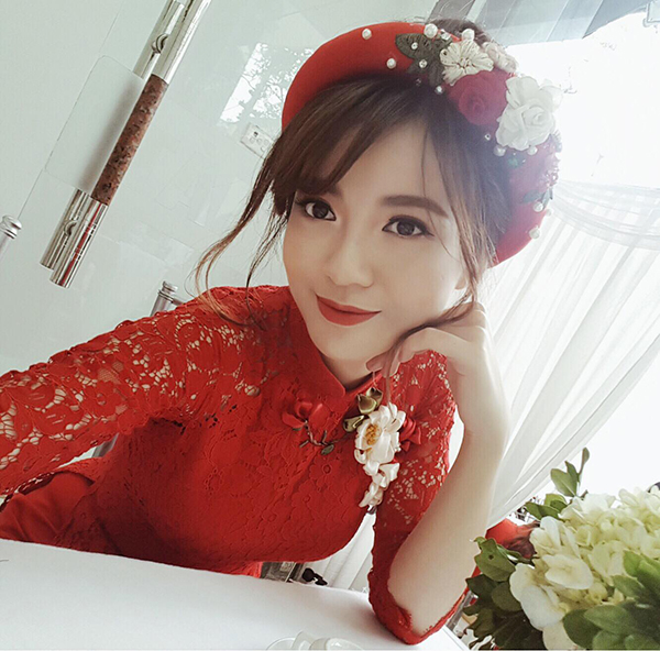 hot-girl-tu-linh-khoe-anh-xinh-tuoi-trong-le-an-hoi