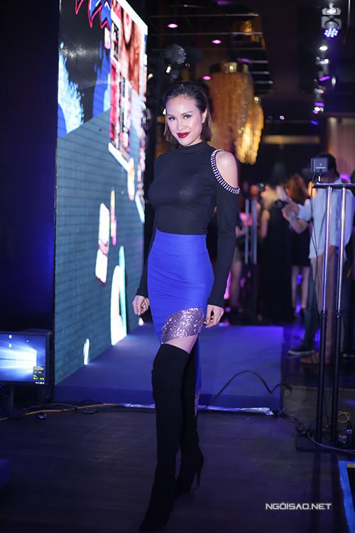 toc-tien-phuong-mai-do-ve-sexy-trong-su-kien-3