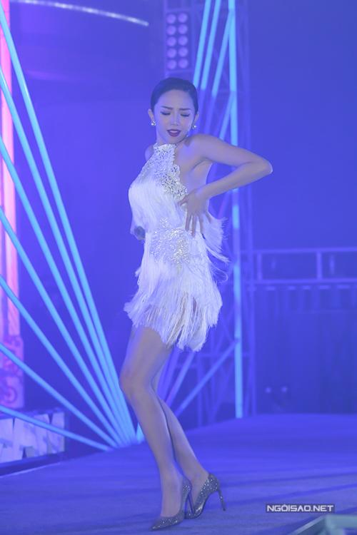toc-tien-phuong-mai-do-ve-sexy-trong-su-kien-2