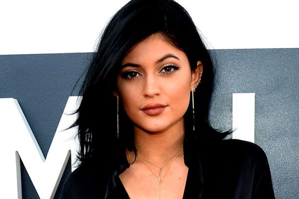 Kylie Jenner có làn da mịn màng rất đáng ngưỡng mộ.