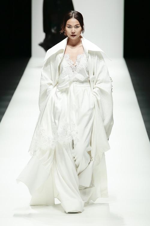 thanh-hang-sac-lanh-tren-san-dien-tokyo-fashion-week-1
