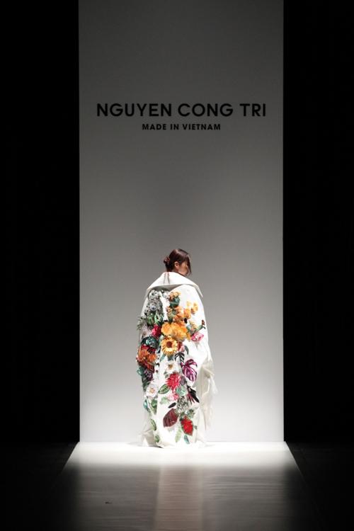 thanh-hang-sac-lanh-tren-san-dien-tokyo-fashion-week-3