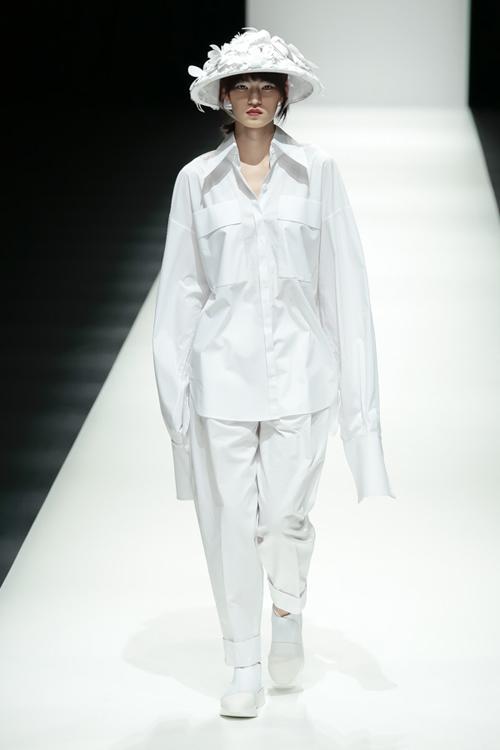 thanh-hang-sac-lanh-tren-san-dien-tokyo-fashion-week-10