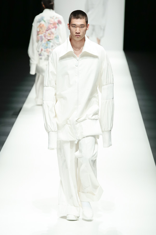 thanh-hang-sac-lanh-tren-san-dien-tokyo-fashion-week-4