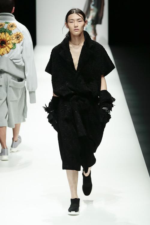 thanh-hang-sac-lanh-tren-san-dien-tokyo-fashion-week-5