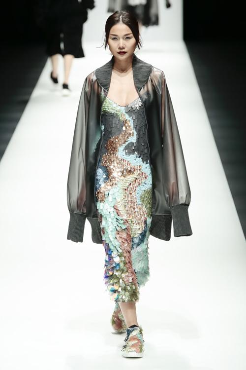 thanh-hang-sac-lanh-tren-san-dien-tokyo-fashion-week